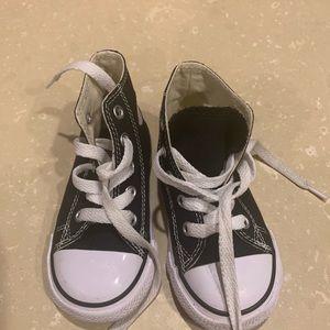 Size 6 toddler high top converse
